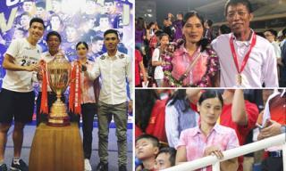 Dân mạng tò mò vì sao mẹ cầu thủ Đoàn Văn Hậu luôn mặc 1 chiếc áo giản dị đi cổ vũ con trai khắp nơi?