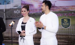 Hoa hậu Bùi Thị Hà cùng ông xã diện đồ đôi phong cách, tuyên bố khai mạc giải bóng đá Long Hoàng Security