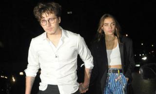 Đúng kiểu trai nhà giàu: Brooklyn lại thay bạn gái mới, công khai nắm tay không chút ngại ngùng