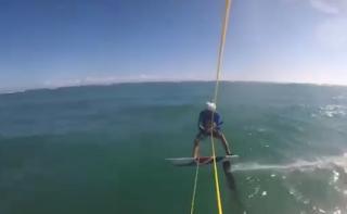 VĐV lướt sóng bị cá mập 'phục kích' tấn công khi đang tập luyện