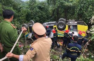 Tai nạn thảm khốc: Xe chở thầy giáo và sinh viên lao xuống đèo Hải Vân