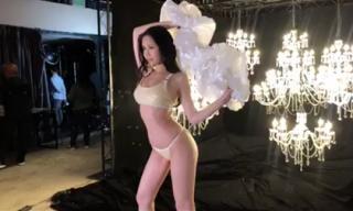 Lê Âu Ngân Anh khoe ba vòng sexy với bikini tại cuộc thi Miss Intercontinental 2018