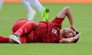 Tiền vệ Đức Huy mất trí nhớ tạm thời sau pha va chạm kinh hoàng với cầu thủ Iran