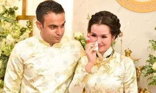 Võ Hạ Trâm bật khóc khi làm lễ hằng thuận tại chùa cùng chồng Ấn Độ