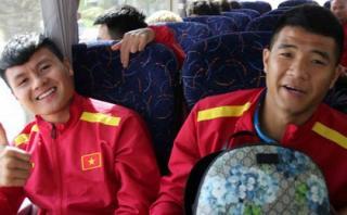 Quang Hải, Đức Chinh hí hửng vì được thầy Park mời đi ăn nhà hàng