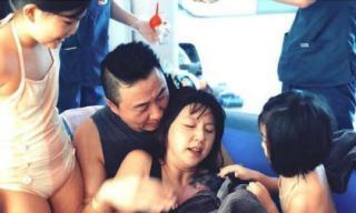 """Hình ảnh mỹ nhân """"Kim Sam Soon"""" sinh con dưới nước gây xúc động mạnh"""
