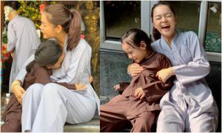 Không du xuân hay chúc Tết, Phạm Quỳnh Anh cùng con gái đi chùa ngày đầu năm