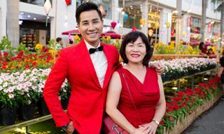 MC Nguyên Khang đưa mẹ dạo đường hoa Xuân