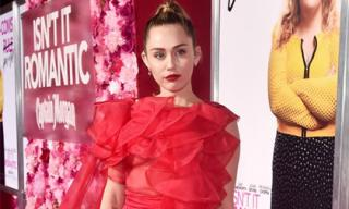 Chồng nhập viện, Miley Cyrus một mình dự ra mắt phim vẫn sáng nhất thảm đỏ với bộ đầm đẹp rực rỡ
