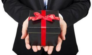 Viết cho đàn ông: Tại sao cứ phải tặng quà phụ nữ trong ngày Valentine?