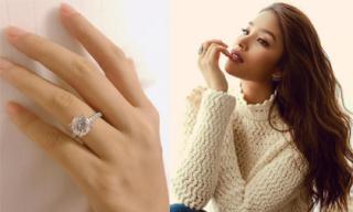 Đúng Valentine, Hoa hậu Phạm Hương khoe nhẫn kim cương và xác nhận đã đính hôn