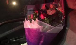 Người đàn ông lấy hoa từ nhà tang lễ làm quà Valentine tặng vợ và sự thật bất ngờ