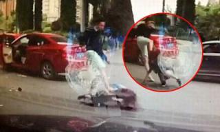 Cô gái bị người tình đánh đập trên phố như phim hành động