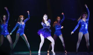 Hoàng Thùy Linh 'đốt cháy' sân khấu 'Đêm hội chân dài 9'