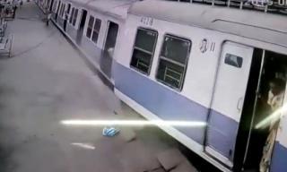 Tàu hỏa đứt đôi khi đang chạy khiến hành khách hoảng loạn