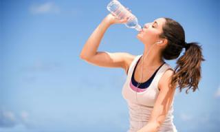 Những cách giúp cơ thể tránh bị mất nước trong mùa hè