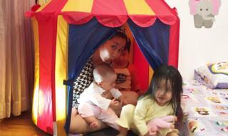 Ốc Thanh Vân dựng lều trong nhà cho các con vui chơi