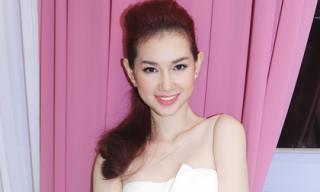 Quỳnh Chi khoe vai trần gợi cảm sau ly hôn