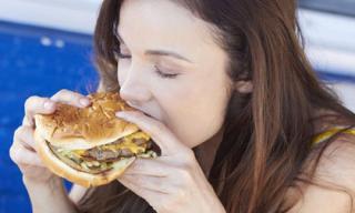 Những lý do khiến bạn ăn quá nhiều