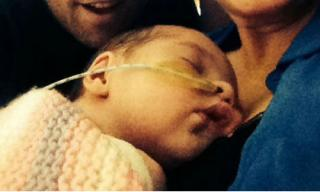 Trẻ sơ sinh trở về từ cõi chết sau khi ngưng thở 10 phút