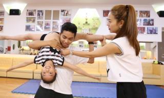 Phan Hiển vừa chăm con, vừa dạy nhảy cho học trò