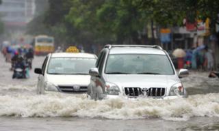 Những kiến thức cần biết khi lái xe trong thời tiết mưa bão