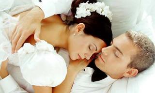 Đêm tân hôn vợ chồng tôi ôm nhau khóc