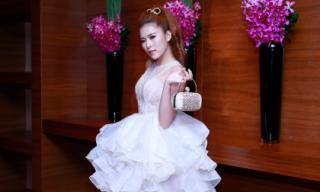 Miss bikini Kim Yến gợi cảm với váy trắng bồng bềnh
