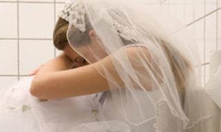 Đêm tân hôn, tôi 'khóc thét' với cách 'yêu' quái đản của chồng