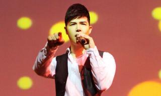 Nathan Lee bối rối xin lỗi khán giả vì quên lời