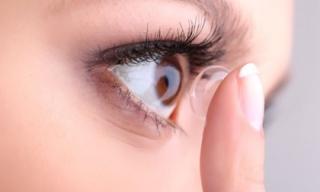 Thói quen gây hại cho mắt bạn nên tránh xa