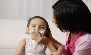 Mẹo chăm sóc trẻ khi thời tiết giao mùa