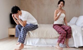 Đòi ly hôn khi nhìn thấy nội y của vợ bên nhà hàng xóm