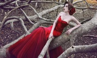 Lâm Chi Khanh đẹp 'sang chảnh' giữa rừng vắng