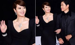Kim Hye Soo trẻ trung 'vượt thời gian' trên thảm đỏ Rồng Xanh