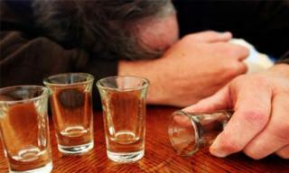 Lý giải nguyên nhân vì sao nam giới dễ say rượu