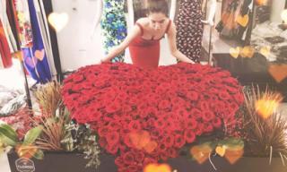 Ngọc Trinh được bạn trai đại gia tặng bó hoa hồng hình trái tim 'khổng lồ'