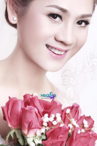 Lâm Chí Khanh lộ thêm ảnh mặc váy cưới 'khoe' vòng 1