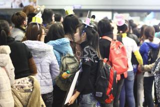 Những hình ảnh đầu tiên của SuJu, BEAST, MBLAQ, SISTAR tại sân bay Nội Bài