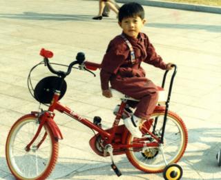 'Ngất ngây' vì loạt hình ảnh thời bé của sao Kpop