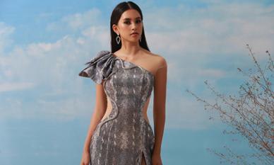 Hoa hậu Tiểu Vy diện váy họa tiết da rắn xẻ đùi cao tít tắp