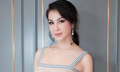 MC Thanh Mai khoe lưng trần gợi cảm ở tuổi trung niên