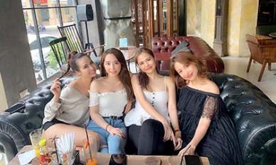 Hội bạn thân Vân Hugo, Quỳnh Nga, Huyền Lizzie, Phanh Lee vẫn lung linh trong một khung hình dù đã chạm mốc 30