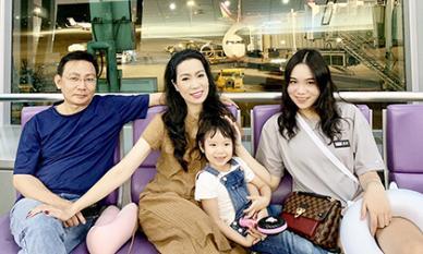 Vợ chồng NSƯT Trịnh Kim Chi đưa hai con sang Hàn Quốc mừng sinh nhật