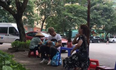 Về nhà đi con: Lộ clip Dũng nhận là bố cu Bon, ân cần chăm sóc hai mẹ con Thư