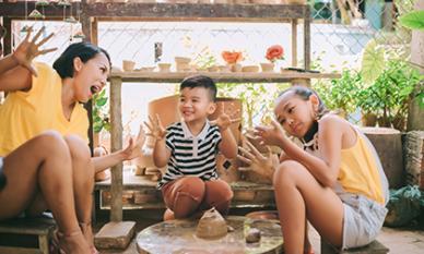 Ba mẹ con Thái Thùy Linh khoe bộ ảnh trong veo trong chuyến du ngoạn cùng nhau