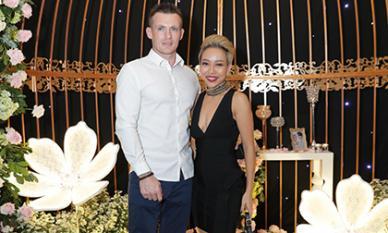 Sau thời gian làm mẹ đơn thân, Thảo Trang tình tứ cùng trai Tây cực điển trai dự đám cưới Thu Thuỷ