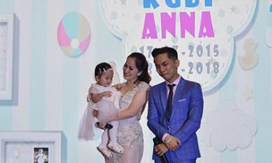 Khánh Thi - Phan Hiển bật khóc trong ngày sinh nhật của hai con