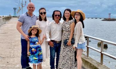 Chàng rể quý như ca sĩ Phan Đinh Tùng, đưa nhà cả vợ đi du lịch Phú Quốc