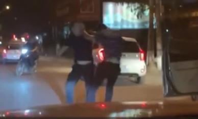 Va chạm giao thông, tài xế cầm gậy bóng chày phang đối thủ túi bụi